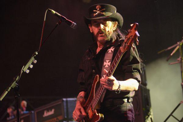 Lemmy Kilmister, le chanteur de Motörhead sur la scène de l'Empire Polo Club en Californie en 2014.