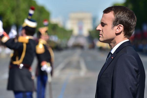 Emmanuel Macron sur les Champs-Elysées le 14 juillet 2017.
