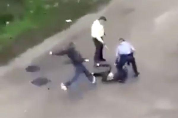 """Un """"geste technique inapproprié"""" pour l'avocat du policier"""