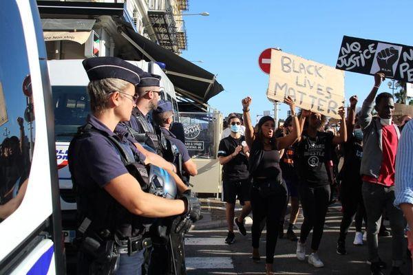 Plusieurs manifestations en France contre le racisme et les violences policières se sont tenues en échos aux Etats-Unis et la mort de George Floyd, ici à Nice le 6 juin