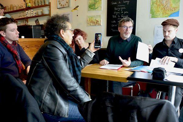 Des membres de la liste Vers Le Mans en Commun présentent leurs préconisations en matière de culture, de sport et de démocratie locale.