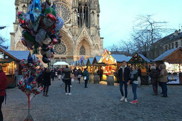 Le marché de Noël de Reims est l'un des plus important du Grand Est avec celui de Strasbourg.