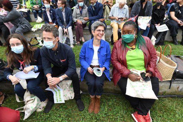 Sandrine Rousseau assiste à des prises de parole lors des Journées des écologistes à Poitiers, le 19 août 2021.