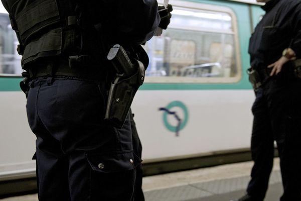 La police dans le métro parisien, en avril 2014 (illustration).