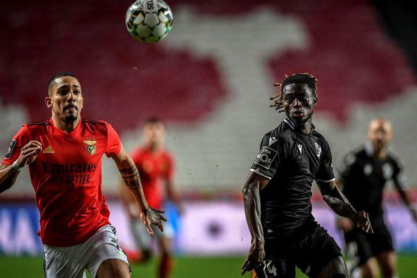 L'international ghanéen Gidéon Mensah le 5 février 2021 sous les couleurs du club portugais Vitoria Guimaraes au Luz Stadium de Lisbonne