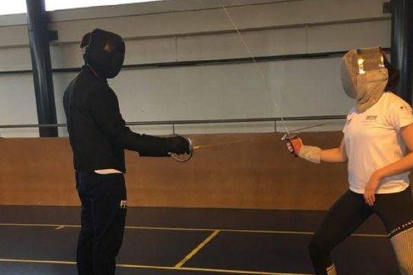 Plus possible pour les sociétaires du Pôle France relève d'Orléans de prendre la leçon en direct, les maîtres d'armes se lancent dans les Facebook live.