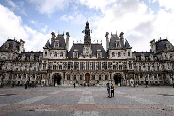 A Paris, il faudra attendre le 23 mai pour savoir quand se tiendra le second tour des élections municipales.