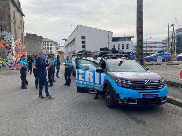 La cellule de gendarmerie au sein de la caravane du Tour de France, lors du départ de la première étape
