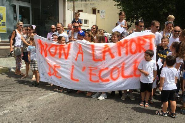 28/06/17 - Fermetures de classe, la grogne des parents d'élèves à Pietranera (Haute-Corse)