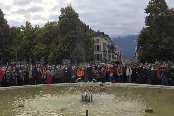 A 15 heures, dimanche 18 octobre, sur la place Verdun de Grenoble.