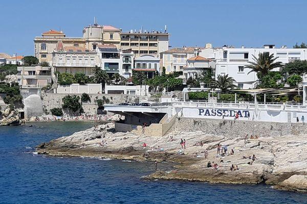 Les rochers du littoral sont pris d'assaut alors que les plages de Marseille rouvriront mardi 2 juin.