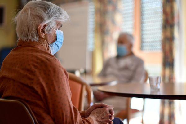Image d'illustration : résidents d'une maison de retraite durant le confinement.