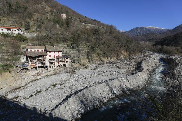 Lit de la Vésubie entre Lantosque et Roquebillière.