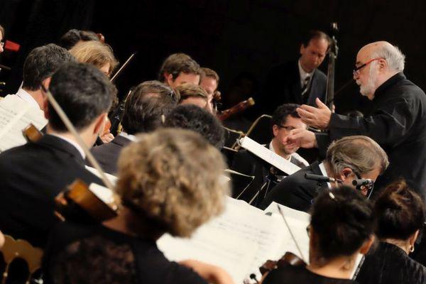 A la Chaise-Dieu, Jean-Claude Malgoire fêtait les cinquante ans de l'orchestre qu'il a fondé la Grande Ecurie et la Chambre du Roy. Le 27 et le 28 août 2016, ils ont joué La Passion selon Matthieu de Bach.