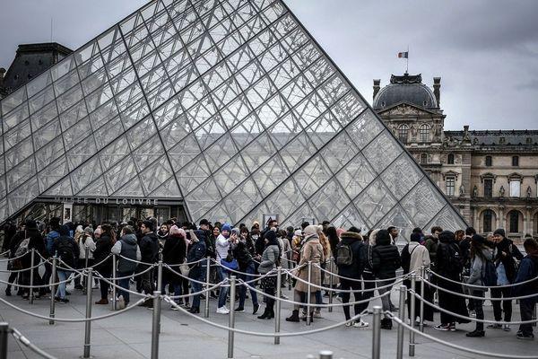 Le musée du Louvre reste fermé ce dimanche.