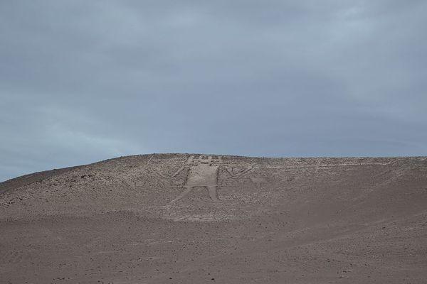 Le site classé est menacé par les touristes qui marchent sur géoglyphe.