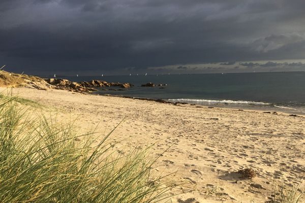 De nouveaux risques d'orage sont attendus dans le ciel breton, principalement dans l'après-midi. L'accalmie, en fin de journée sera accompagnée d'une baisse des températures.