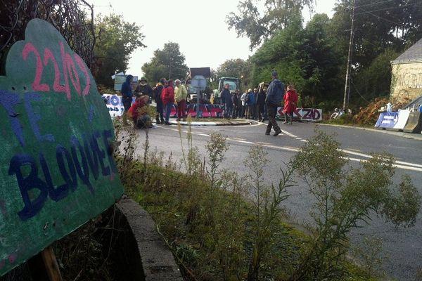 Blocage d'opposants au carrefour des Ardillières, près de Notre-Dame-des-Landes.