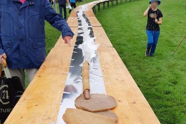 La galette saucisse mesure 18 mètres de plus que le précèdent record qui était détenu par les Bretons.