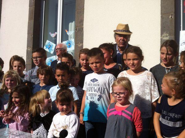 Les élèves ont chanté des chansons de Pierre Perret.