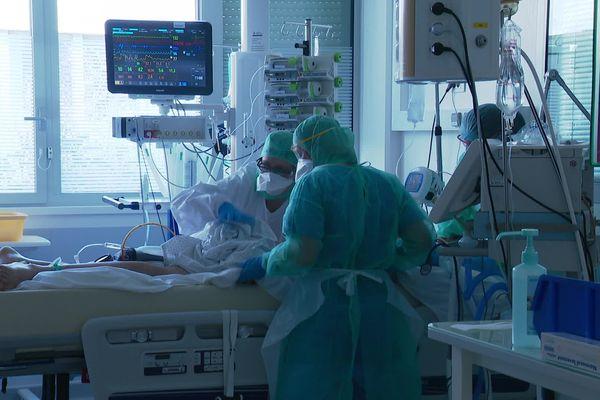 Lyon : le service de réanimation de l'hôpital de la Croix-Rousse qui prend en charge les patients COVID depuis le début de la crise sanitaire Coronavirus - 24/04/20