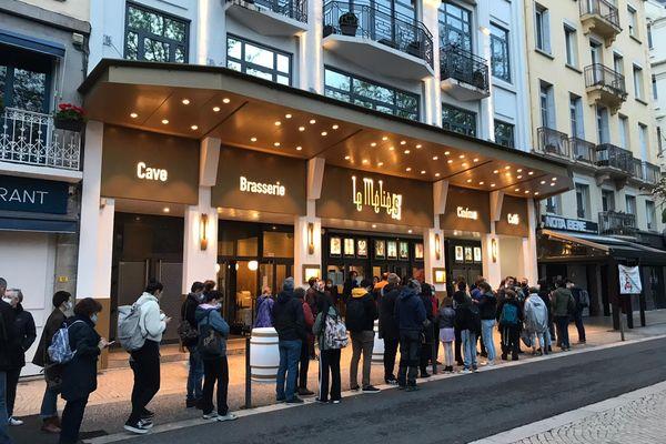 200 personnes ont fait la queue devant le cinéma Le Méliès à Saint-Etienne pour assister à la première séance de 6h30