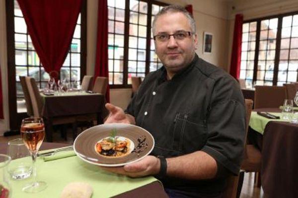 Vincent Chevaliaras, chef cuisinier de l'auberge sans non, restaurant gastronomique à Chaource, en Haute-Marne