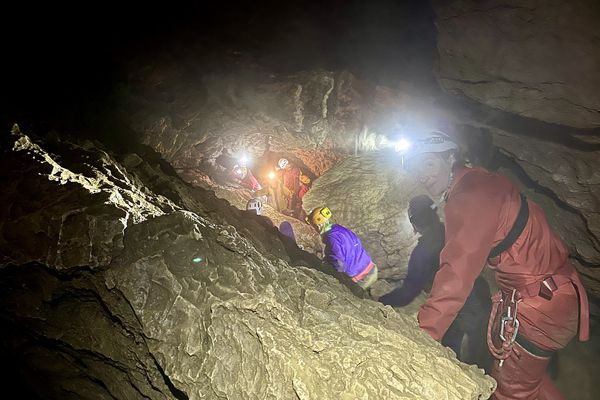 Entrez à nos côtés dans la Grotte des Faux Monnayeurs à Mouthier-Haute-Pierre.