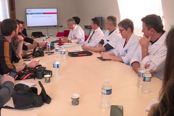 Au CHU de Rouen, les médecins présentent l'organisation qui permet de faire face au covid 19.