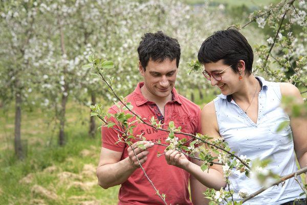 Pauline et Alexandre forment un duo complémentaire dans leurs vergers du lieu chéri.
