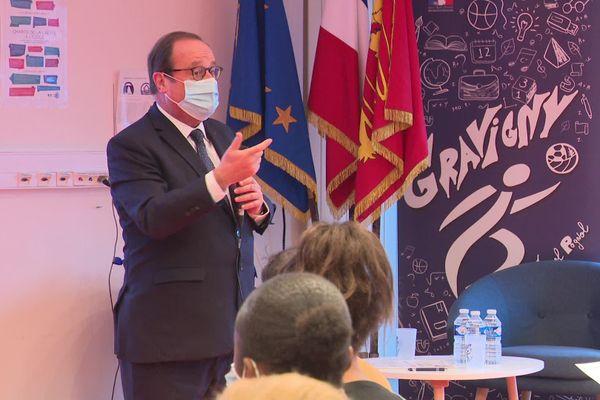 L'ancien président de la République explique les valeurs de la République au collège Marcel Pagnol de Gravigny