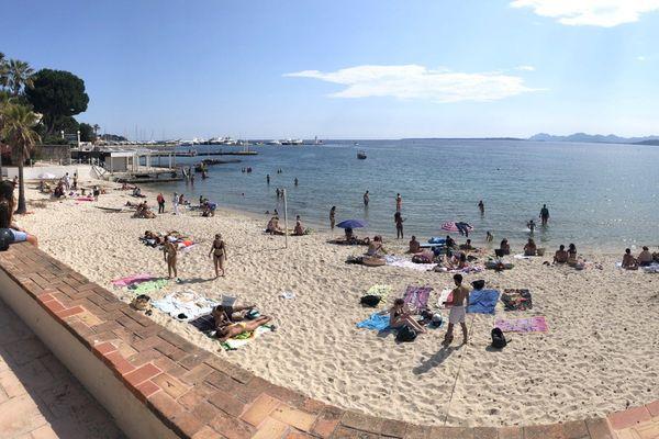 Une plage de Juan-les-Pins juste avant les intempéries.