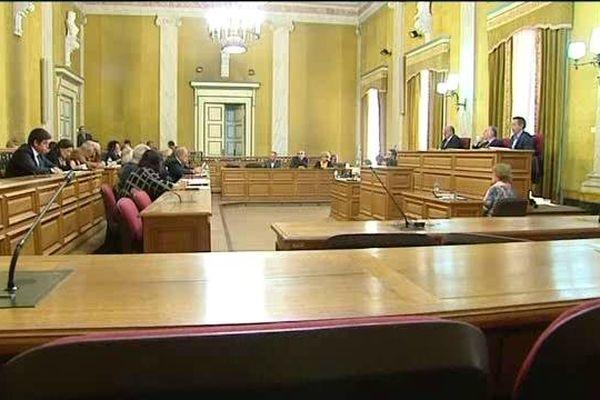 Les élus du Conseil général de Corse-du-Sud réunis en session extraordinaire.