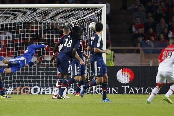 Monaco-Lyon : Le 1er but monégasque signé Mounir Obbadi (numéro 19) place les joueurs de la Principauté sur le chemin de la victoire.