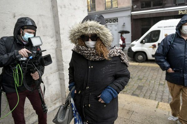 Mardi 1er décembre, Cécile Bourgeon, la mère de la petite Fiona est arrivée discrètement à la cour d'assises du Rhône.