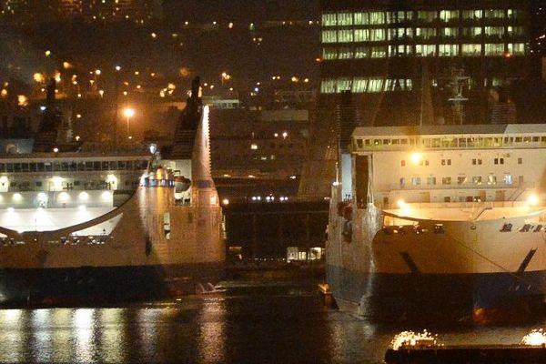 Deux navires de la SNCM à quai à Marseille.