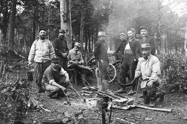 Septembre 1915 - Haudainville, la popote et la fabrication des cannes.