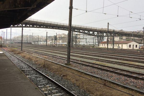 Vue sur la gare de Poitiers (Vienne)