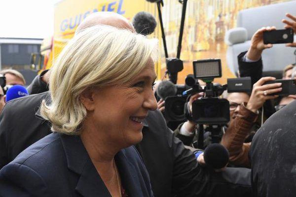 Marine Le Pen, en visite à Dol-de-Bretagne (Ille-et-Vilaine), le 4 mai 2017