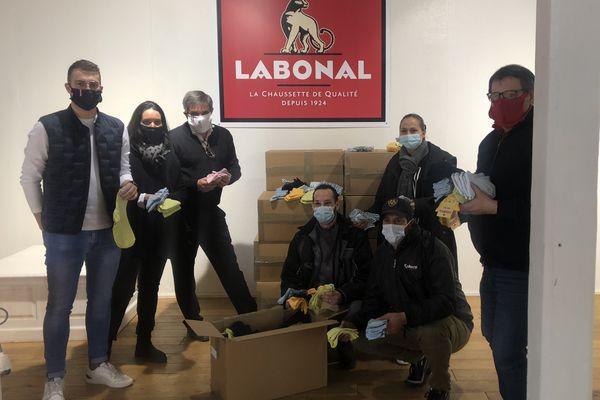 Les 3.785 paires ont été officiellement remises ce 22 mars à l'association solidarité humaine Alsace et au collectif mulhousien.