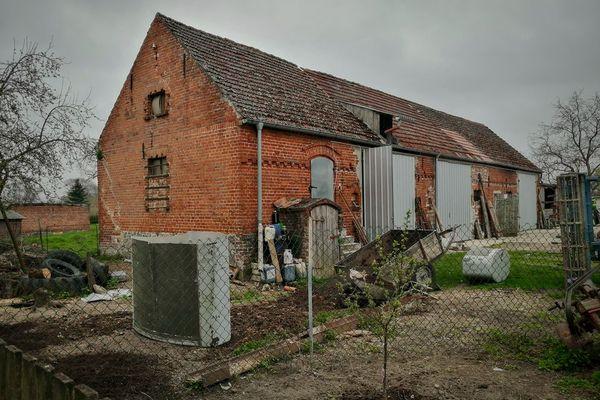 La grange où a été retrouvée en janvier 2020, la plaque militaire d'Antoine Salvat aujourd'hui rénovée.