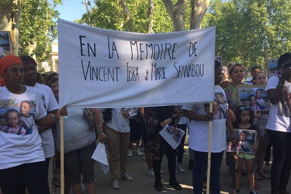 Samedi 10 août, dès 10 heures, une marche blanche s'est déroulée à Beaucaire, en hommage aux deux enfants tués dans la commune quelques jours auparavant.