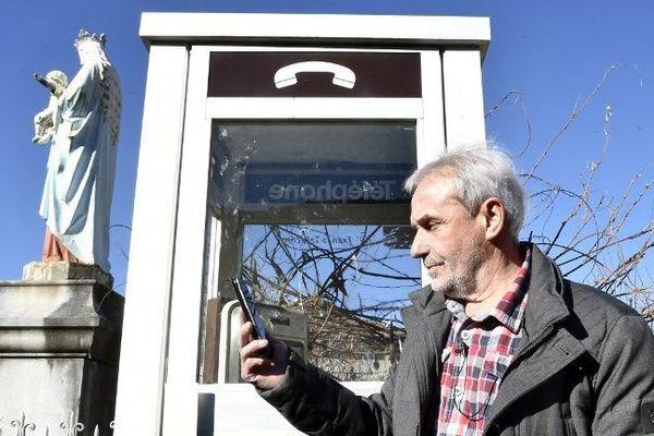 """A Antichan-de-Frontignes, petite commune accrochée à 600 m d'altitude dans les montagnes de Haute-Garonne, Bernard Dumail se mobilise depuis """"plus de dix ans"""". Sans succès. """"Les opérateurs compatissent, mais pour eux, ce n'est pas porteur, parce qu'il n'y a pas assez d'abonnés"""", affirme ce maire élu sans étiquette depuis 1995."""