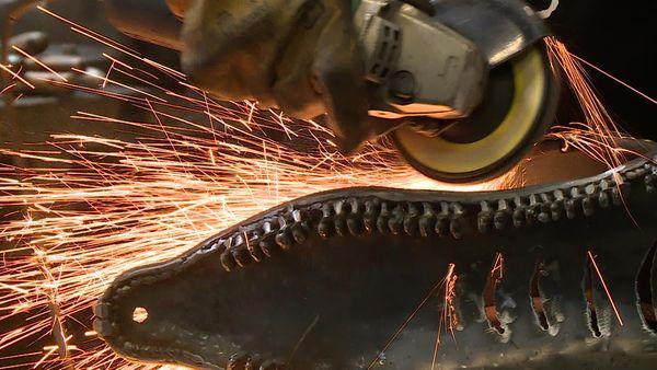 Une mâchoire et des vertèbres, des pièces qui sont plutôt inhabituelles chez un ferronnier
