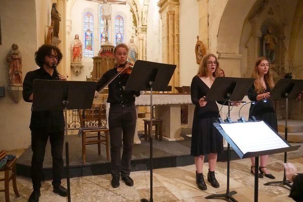Répétitions dans la basilique de Neuvy-Saint-Sépulchre pour le festival des Miliaires.