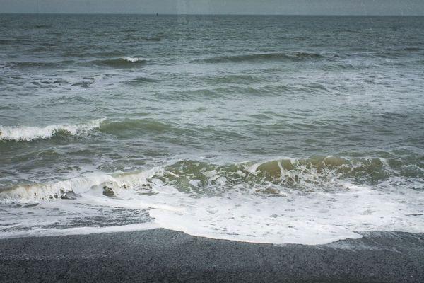 La mer photographiée à Dunkerque depuis la digue du Braek.