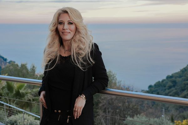 Loana lors d'un tournage d'une émission, à Roquebrune-Cap-Martin le 9 mars 2021