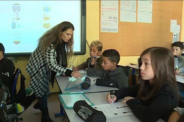 des élèves de l'école primaire de La Frayère, à Cannes, participent au programme Watty