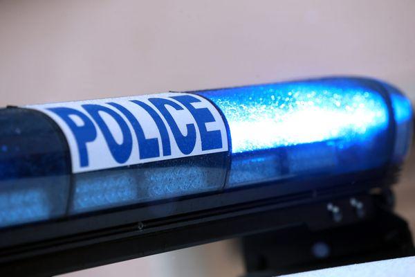 Les policiers ayant fait feu à neuf reprises sur une voiture à Rosny-sous-Bois (Seine-Saint-Denis) mardi, à la suite d'un refus d'obtempérerd'un automobiliste, sont visés par une enquête pour violences volontaires avec armeconfiée à l'IGPN.