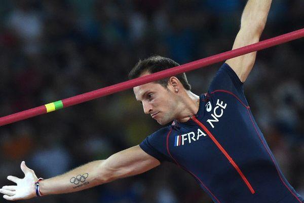 Le perchiste Renaud Lavillenie n'a eu besoin que d'un  seul saut pour assurer sa qualification en finale.